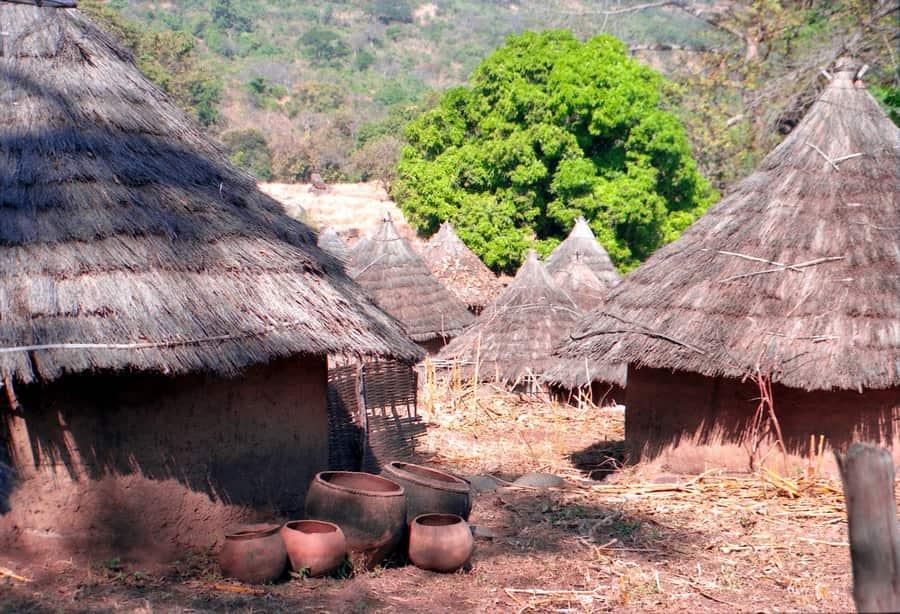 """Iwol, """"capitale"""" du pays Bédik, dans le Sénégal Oriental"""
